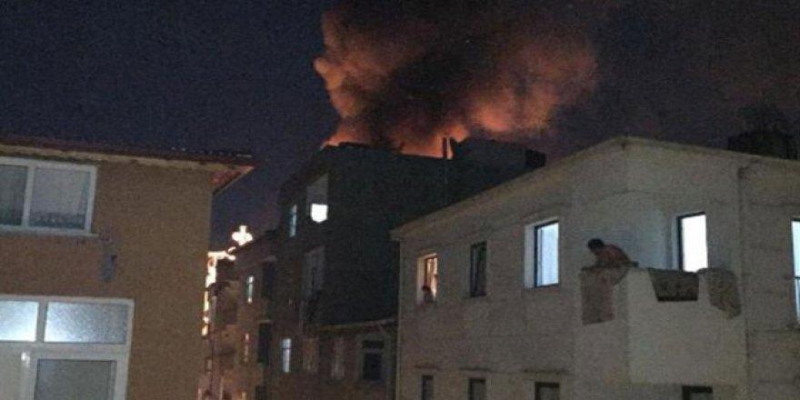 Esenler'de 5 katlı binanın çatısında yangın çıktı
