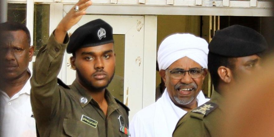 Sudan'ın devrik lideri Beşir darbeden sonra ilk kez görüntülendi