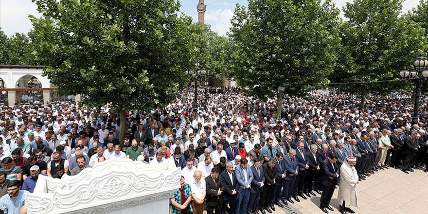 Türkiye, Mursi için cenaze namazına koştu