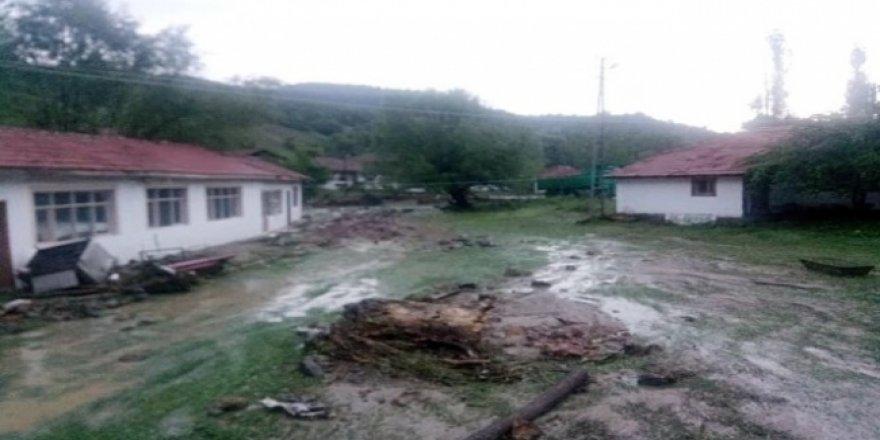 Kızılcahamam'da aşırı yağış sele neden oldu