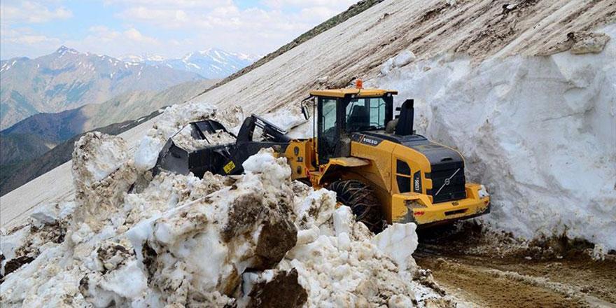 Bitlis'te Haziranda 5 metrelik kar temizliği