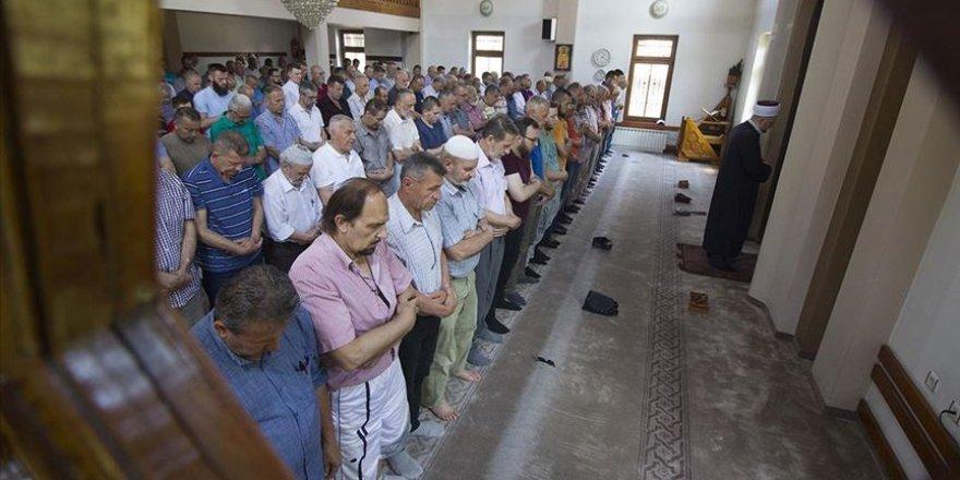 Doğu Avrupa'da Mursi için cenaze namazları
