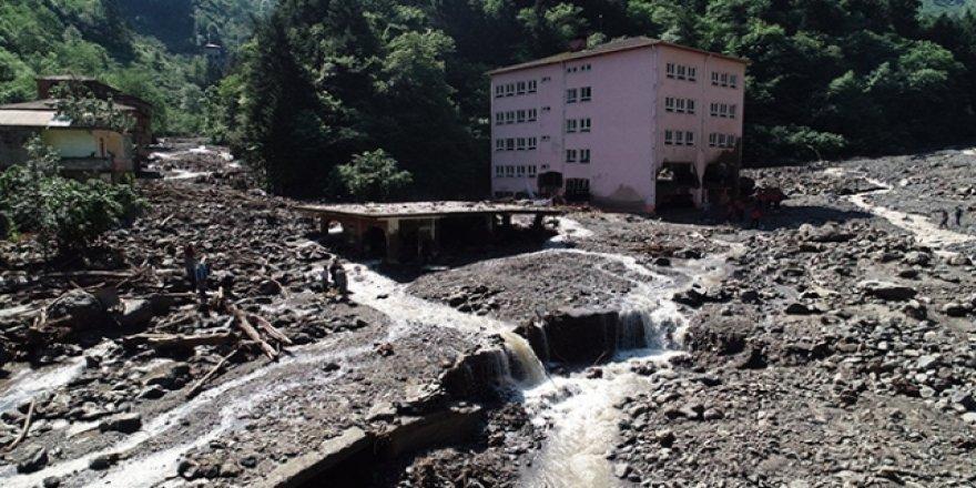 Araklı'daki sel ile 7 bina yerinden söküldü