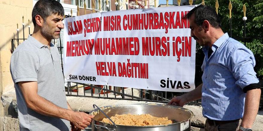 Sivas'ta Mursi için helva dağıtıldı