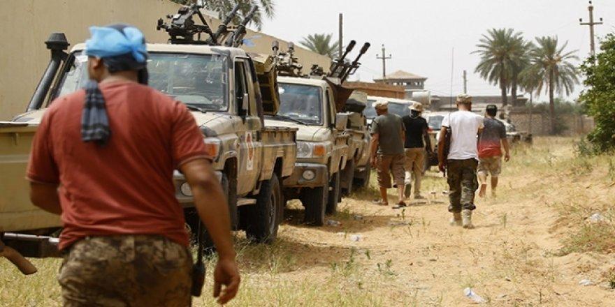 Libya'da Hafter güçleri Trablus'un güneyine çekildi