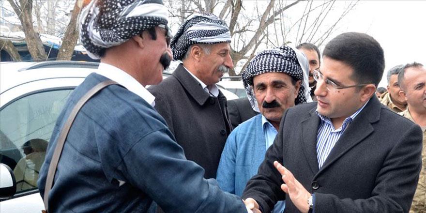 Kaymakam vatandaşla diyalog için Kürtçe öğreniyor