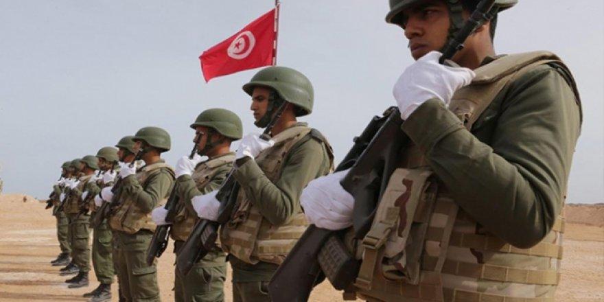Tunus'ta emekli askerler parti kurdu