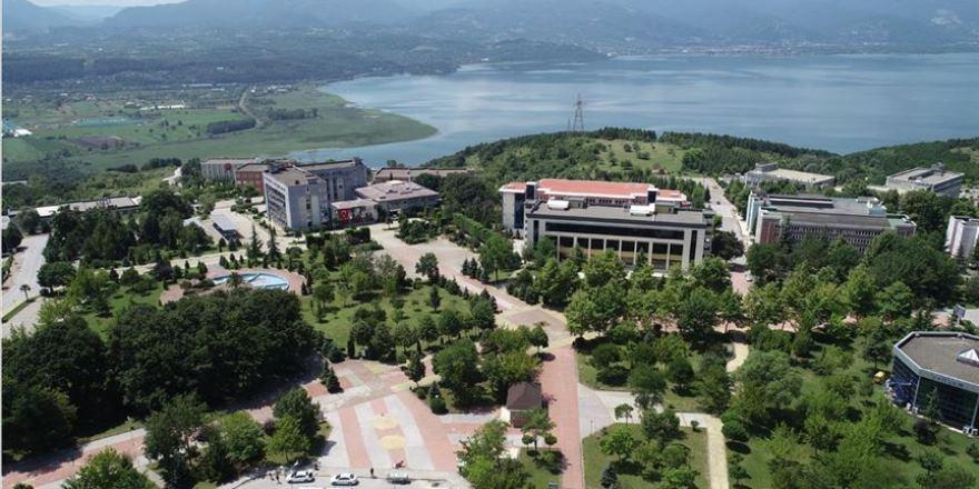 Öğrencilerinin yarı zamanlı çalışabileceği üniversite