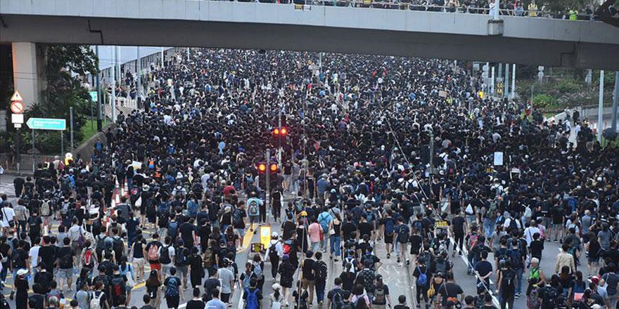 Hong Kong'da halk Çin'e iade yasasını protesto için tekrar sokaklarda