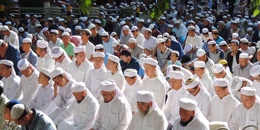Çin, Uygur camilerine yüz tanıma cihazı yerleştirdi!