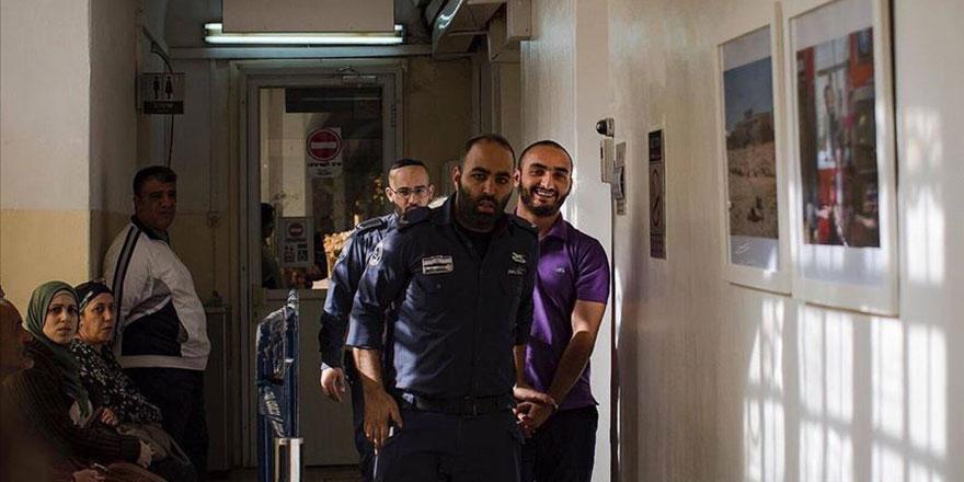 İsrail'in sınır dışı etmeye çalıştığı AA muhabirinden haber alınamıyor