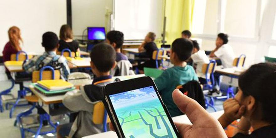 Okullarda cep telefonu kullanımı yasaklanmalı