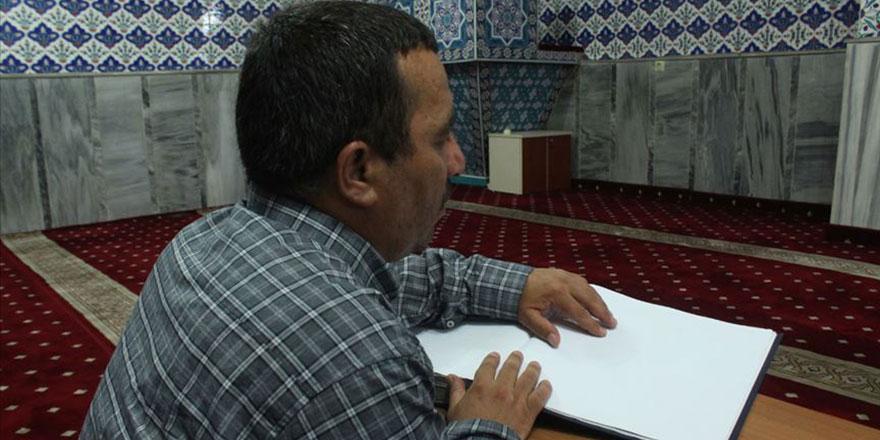 Görmeyen gözleri ile Kur'an öğrendi 4 defa hatmetti
