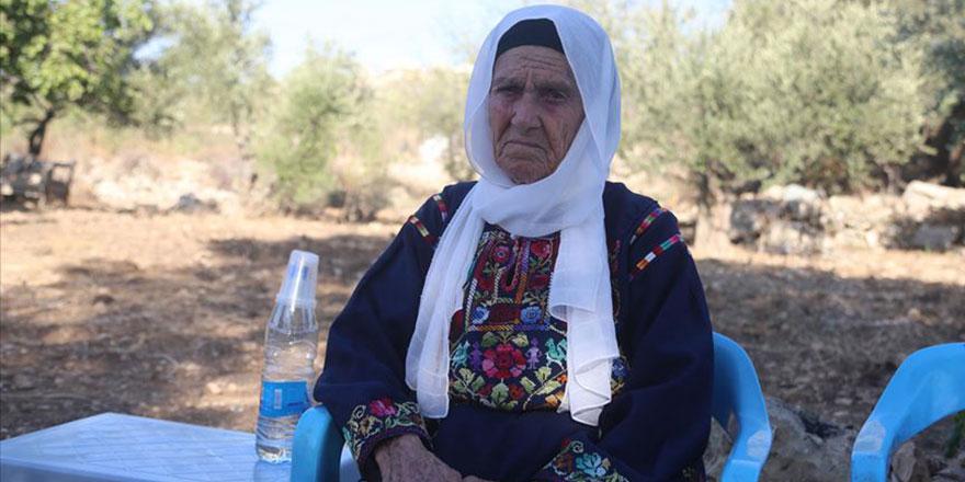 İsrail'e alınmayan Müslüman kadın vekilin büyükannesi. Allah Trump'u kahretsin