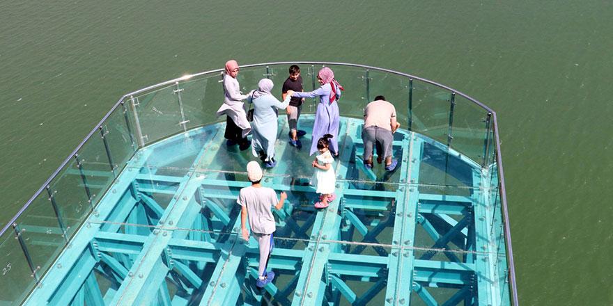 Türkiye'nin en uzun cam terası adrenalin tutkunlarını cezbediyor