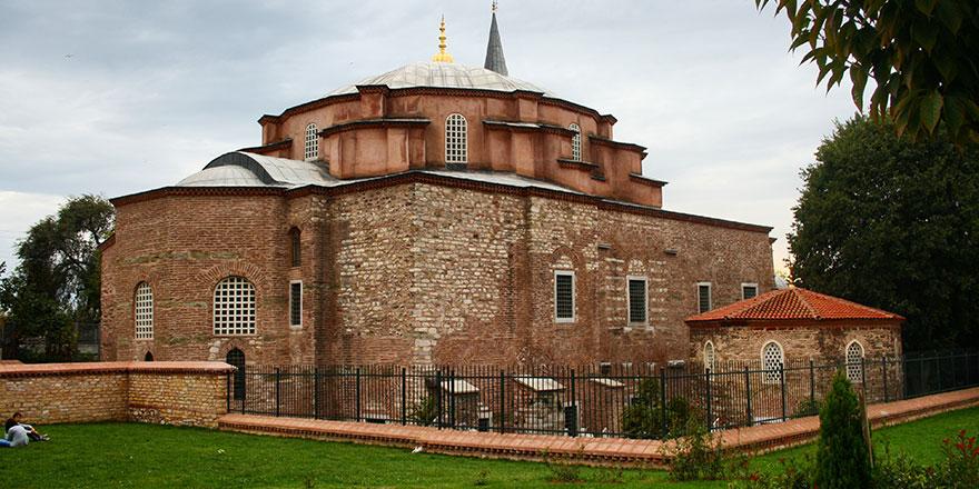 Küçük Ayasofya Camii'ni de su bastı