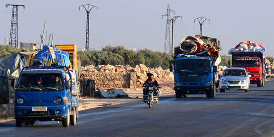 Binlerce kişi İdlib'den Türkiye'ye kaçıyor