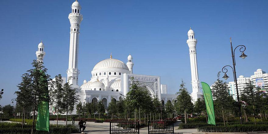 Avrupa'nın en büyüğü Hz. Muhammed Camisi açıldı