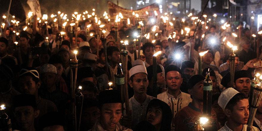Endonezya'da hicri yeni yıl Kur'an, dua, salavat ve yürüyüşlerle kutlanıyor