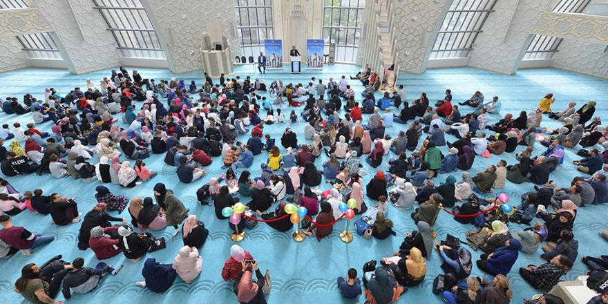 'Kendimizi imar edeceğimiz yerlerdir camiler'