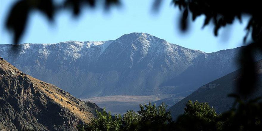 Esence Dağı'na mevsimin ilk karı yağdırıldı