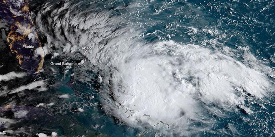 Atlas Okyanusu'nda Humberto Kasırgası milyonları korkutuyor