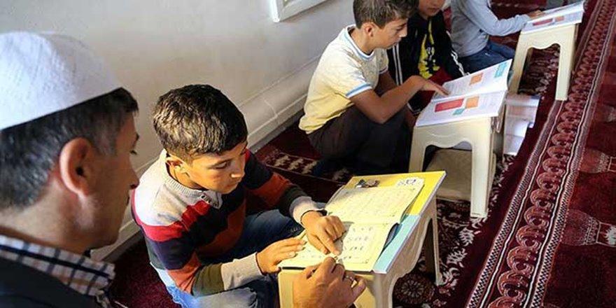 Camiler 365 gün Kur'an eğitimi için açıktır