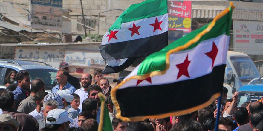 Cuma namazından çıkan İdlibliler Esed, Rusya ve Çin'i protesto etti