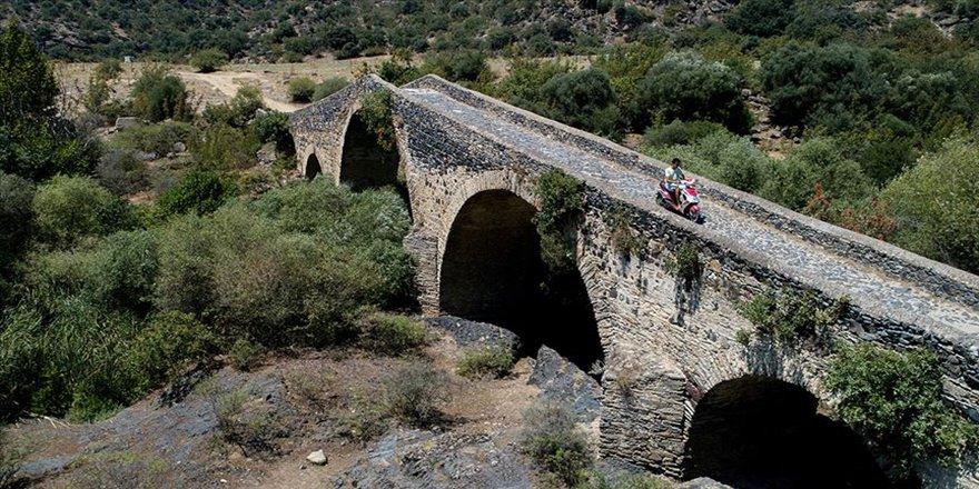 Yolların ve yolcuların kadim dostları hanlar, köprüler