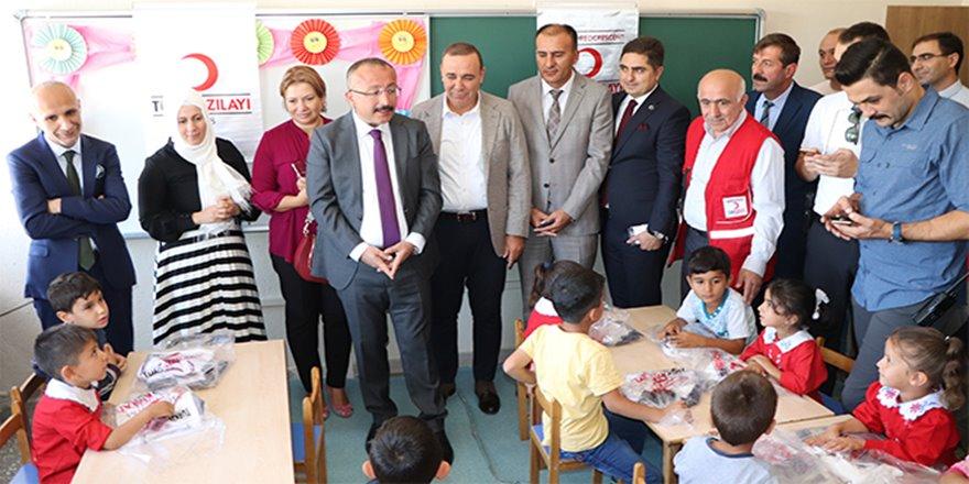 Siirt'te 4 bin öğrenciye giyim yardımı