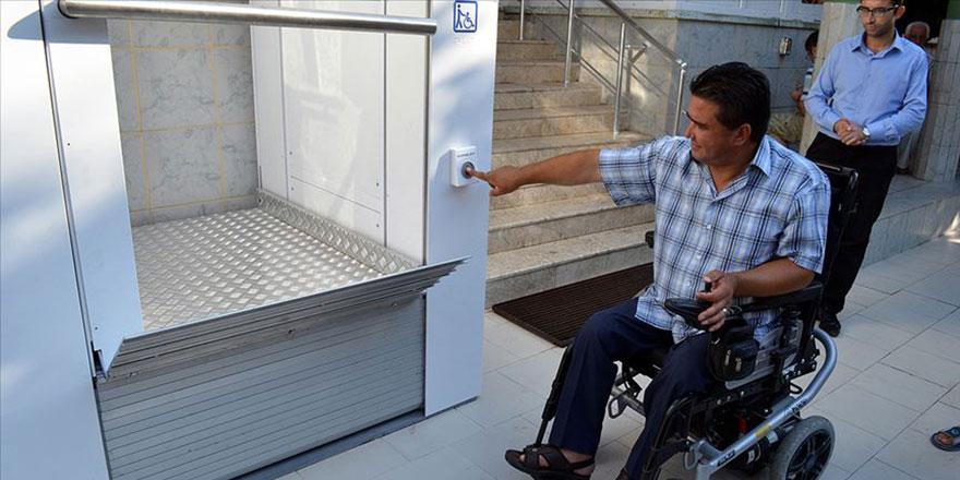 Engelliler, camilerle aralarındaki engellerin kaldırılmasını istiyor