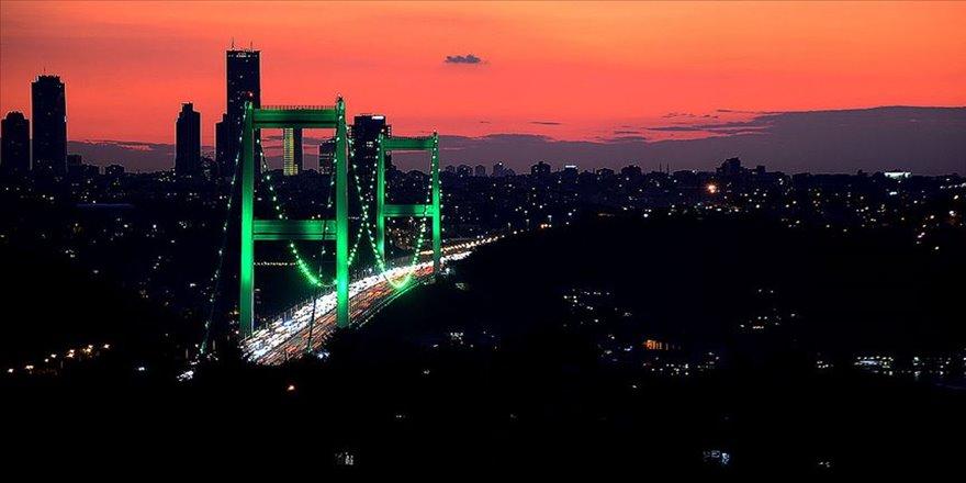 İstanbul 'serebral palsi' için yeşile büründü