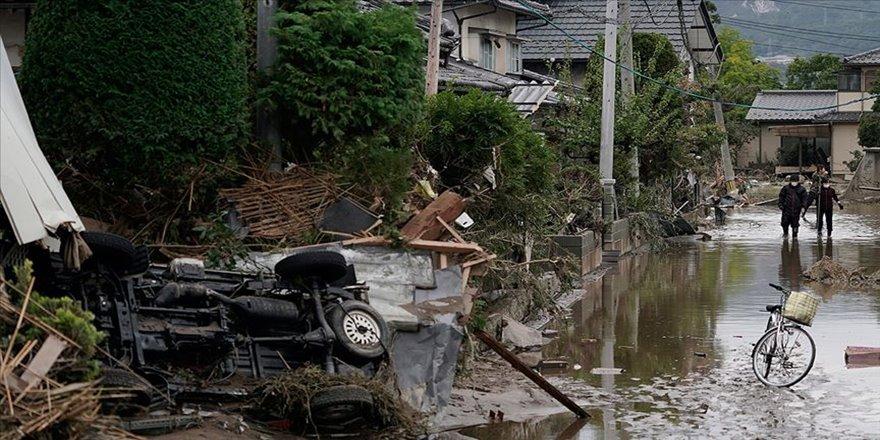 Japonya'da fırtınadan kaçan evsizler barınağa alınmadı