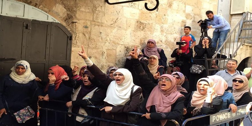 İşgalci İsrail, Allahu Ekber diyen Kudüslü 4 kadını gözaltına aldı