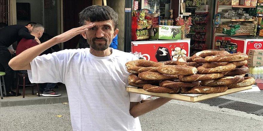 'Simitçi Erkan' iki günlük gelirini Mehmetçik Vakfına bağışladı