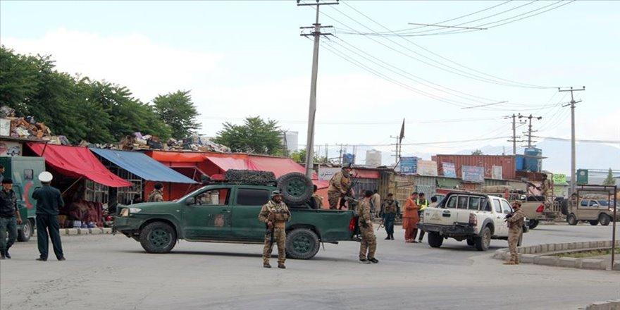 Afganistan'da cuma namazı sırasında camiye saldırı: 63 ölü