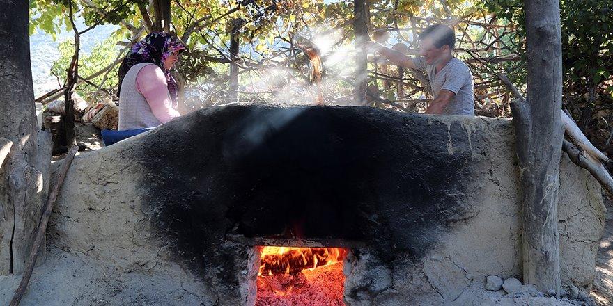 Asırlık fırınlar pekmez için yandı