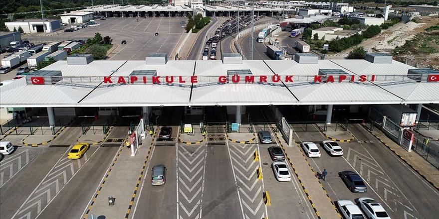 Kapıkule'den günlük araç çıkış sayısı rekora ulaştı