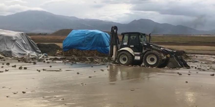Erzincan'da yağmur yağdı dereler taştı