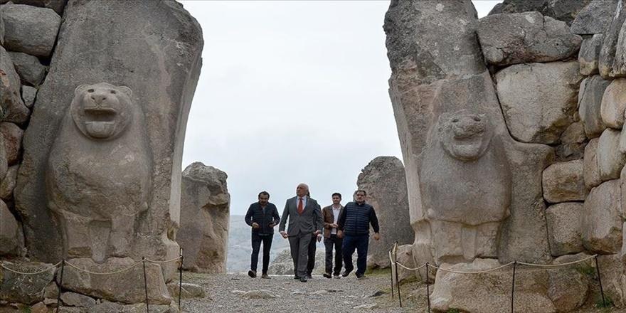 Paraguay Büyükelçisi Peralta Hattuşa'yı gezdi