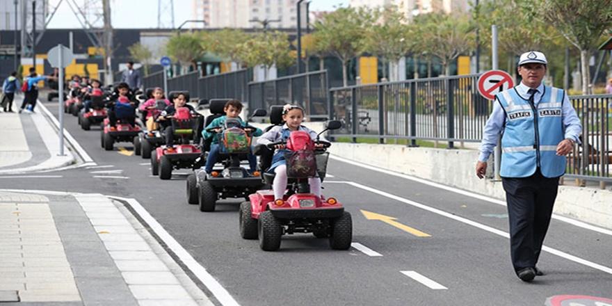 Çocuklar trafik kurallarını eğlenceli ve uygulamalı öğreniyor