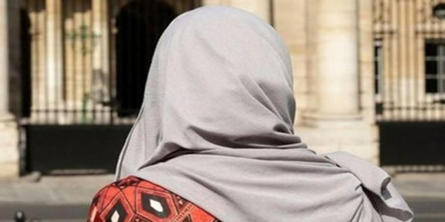Fransa'da aşırı sağcı Le Pen'den 'başörtüsü yasaklansın' çağrısı