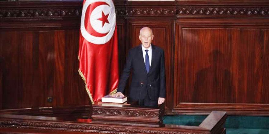 Tunus'un yeni Cumhurbaşkanı Kays Said Kur'an'la yemin etti
