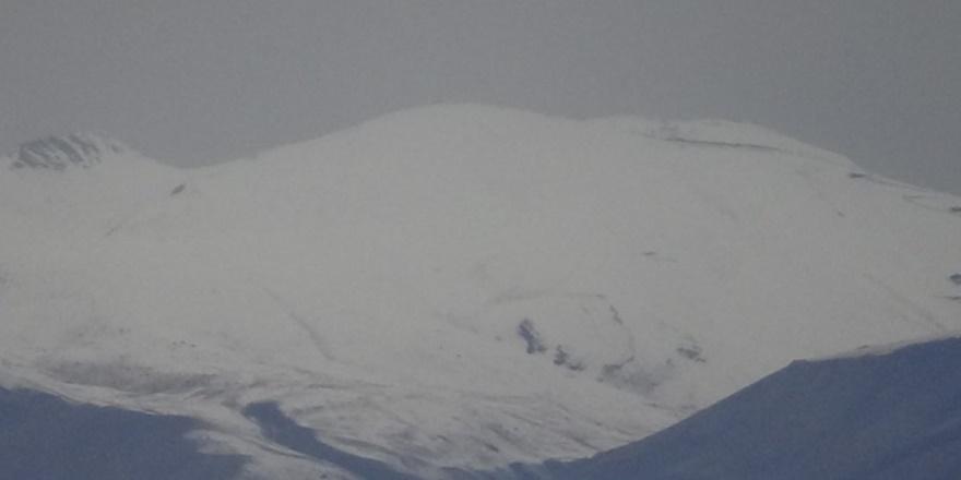 Yüksekova'daki yüksek kesimlere kar yağdırıldı