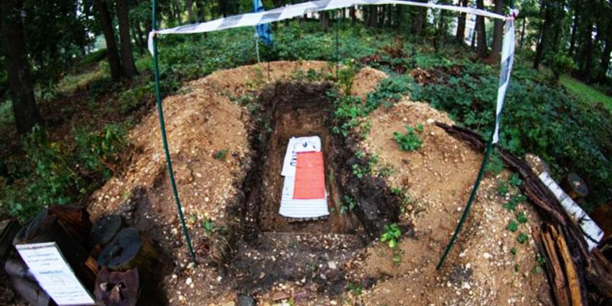 Hollandalı öğrenciler ölmeden mezara girmek için yarışıyor