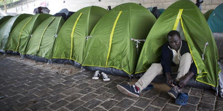 Paris'te düzensiz göçmenlere 'tahliye' operasyonu