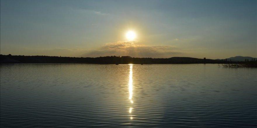 Fotoğrafçıların gün batımı adresi: Emre Gölü