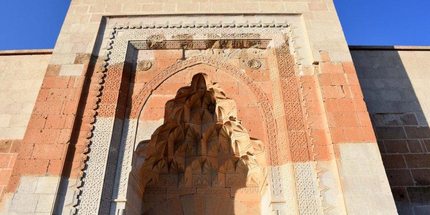 Aksaray'daki 9 asırlık Selçuklu kervansarayı restore ediliyor