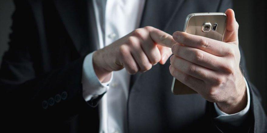 Her 15 dakikada bir telefona bakan kişi Nomofobi'dir