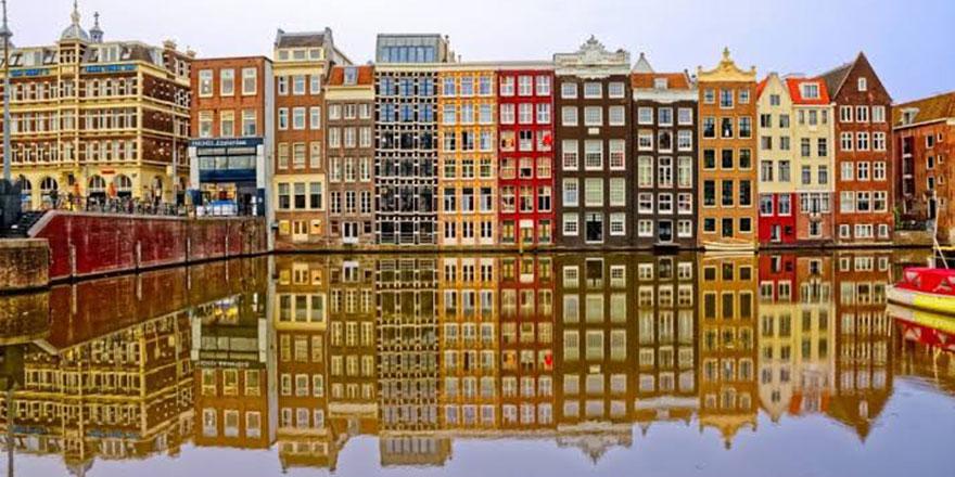 Hollanda'nın başkentinde ezan sevinci